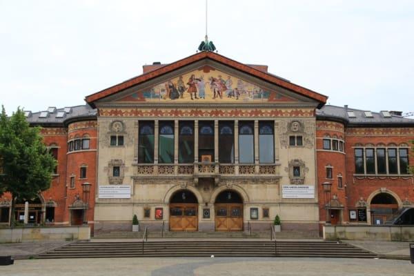 Billede af Aarhus teater. Fra Bikepacking, Danmark rundt