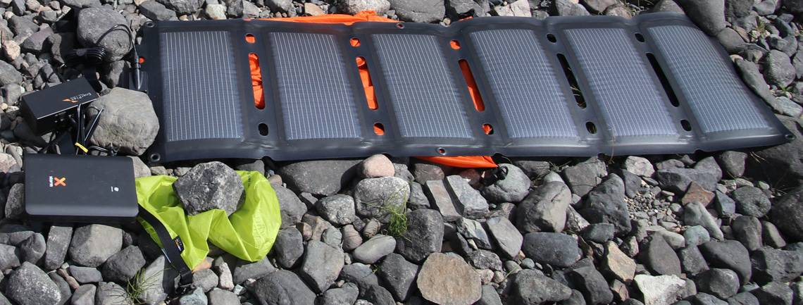 anmeldelse-af-xtorm-power-bank-18-000-a-solar-tur