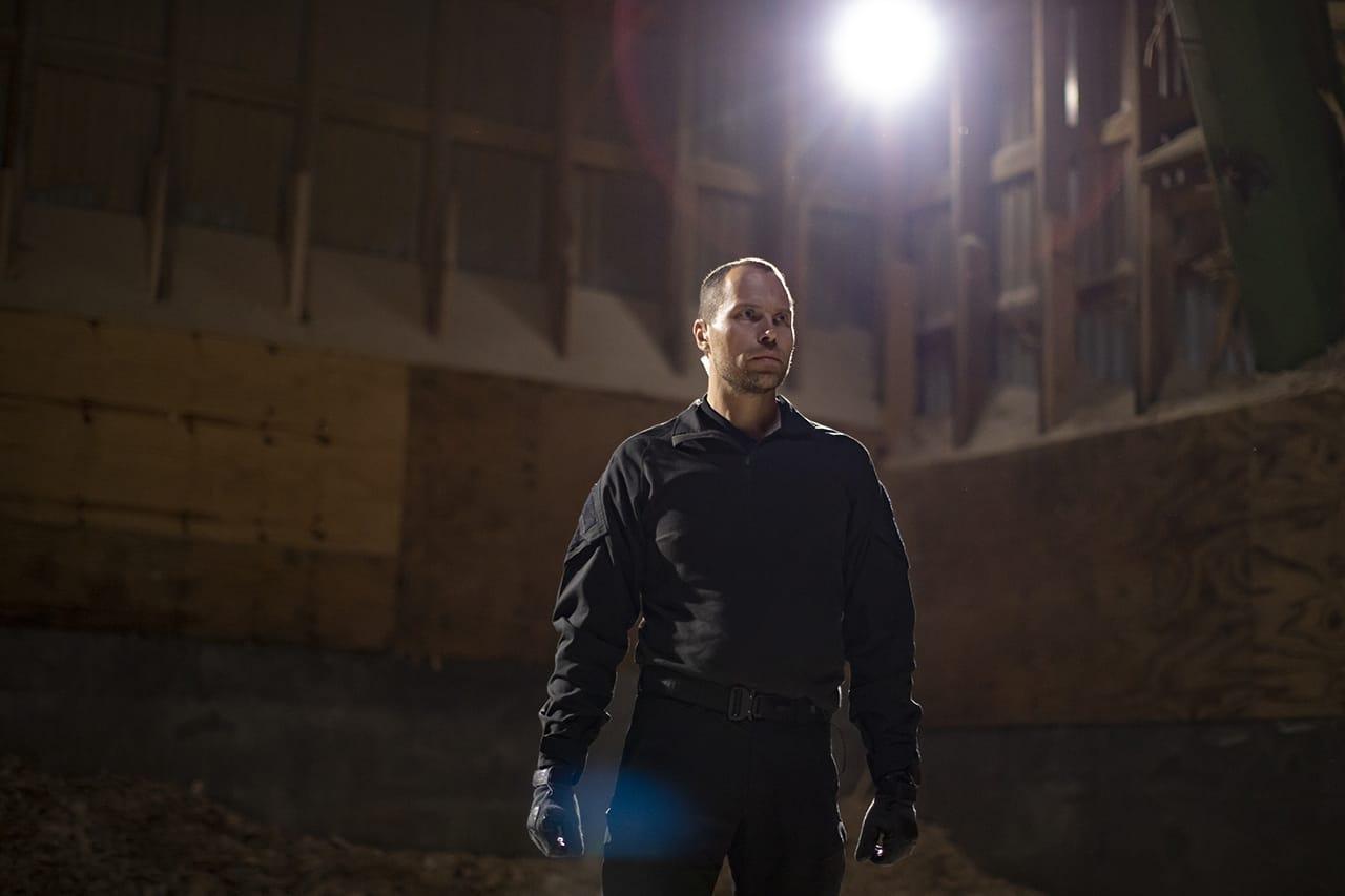 Episode 1, Korpset, sæson 4, instruktør Erik B. Jørgensen klar til boksning, Foto Lars E. Andreasen, TV 2