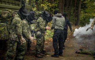 Uvished, Episode 6, Korpset, sæson 4, instruktør Erik B. Jørgensen, aspiranterne bliver taget til fange, Foto Lars E. Andreasen, TV 2