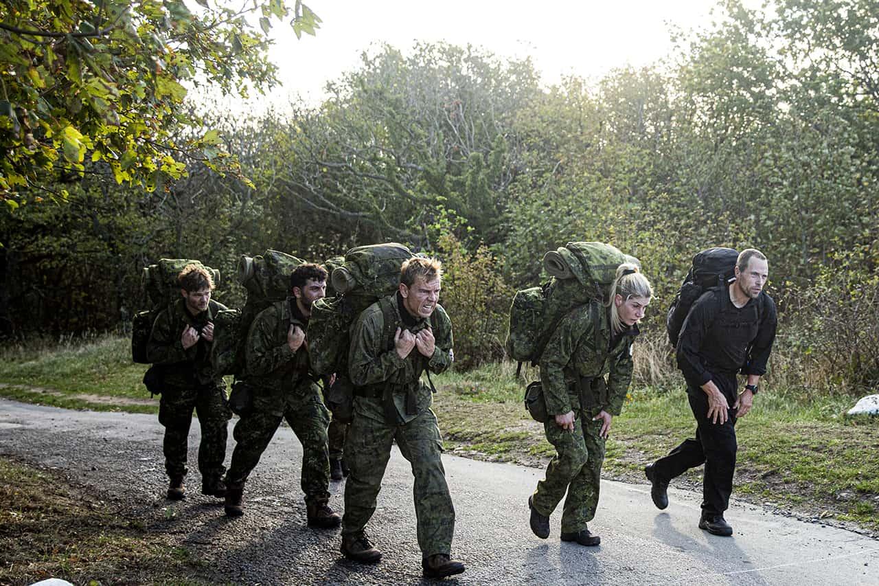 Episode 7, Korpset, sæson 4, instruktør Erik B. Jørgensen, på hurtig march med aspiranterne, Foto Lars E. Andreasen, TV 2
