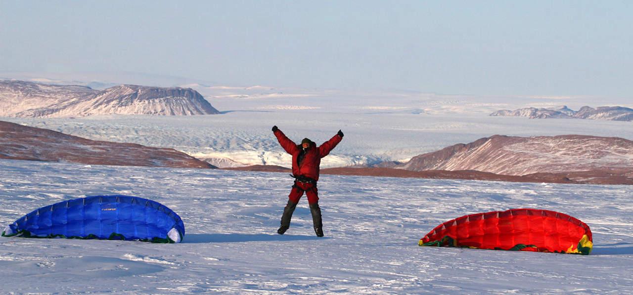 Grønlands Indlandsis, Erik B. Jørgensen med Vildtland i baggrund, Nordøstgrønland, Vinter