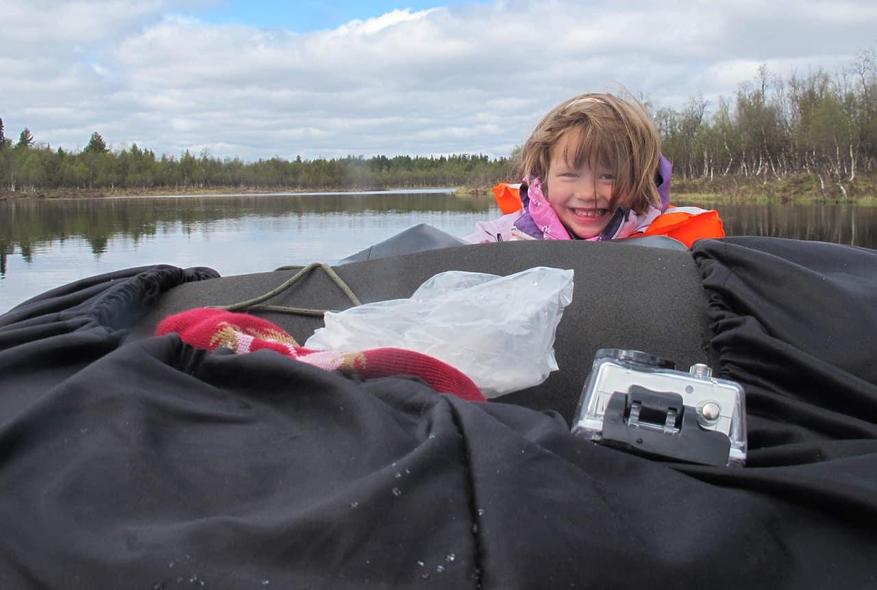 Hyggelig dag, Far og datter i Vildmarken, 45 dage i kano, Finland, Karen i kano