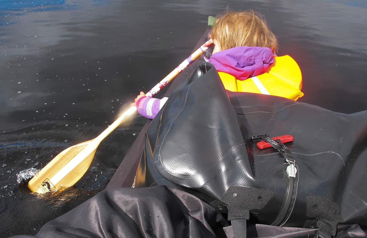 Hyggelig dag, Far og datter i Vildmarken, 45 dage i kano, Finland, Karen padler