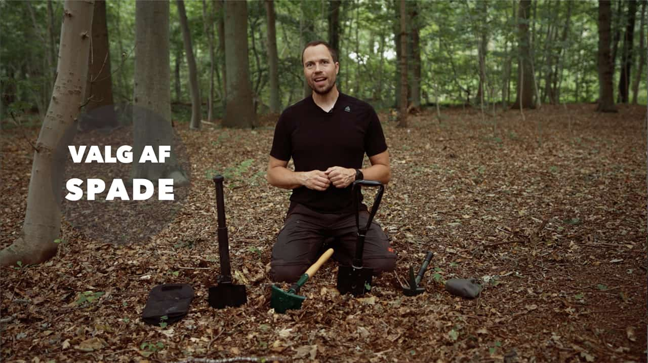 Valg af feltspade til friluftsliv, film, billede af Erik B. Jørgensen med masser af spader