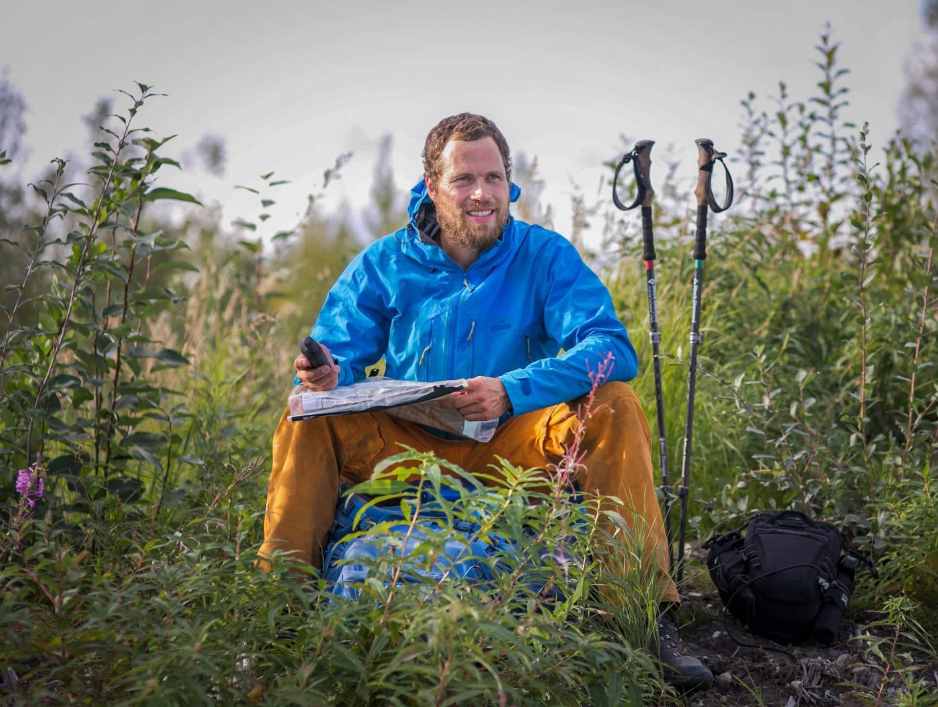 Valg af rygsæk, vandre, fjeldet eller vinter, Erik B. Jørgensen, pause tid til at se på kort og GPS, Alaska å tværs