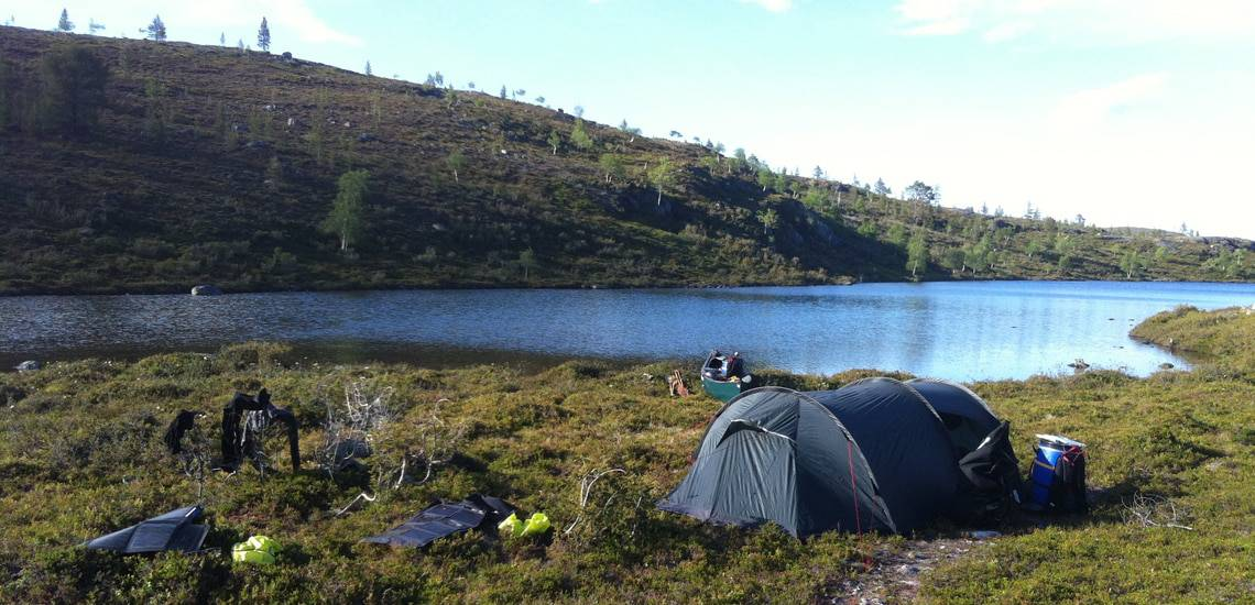 """Valg af telt til friluftsliv, [Fif og råd]. Billeder af Erik B. Jørgensen telt under """"Far og datter i Vildmarken, 45 dage i kano"""" fra Finland"""