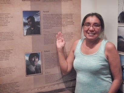 """Vicky, der viste sig at være oldebarn af netop Simon Paneak, en af de sidste nomader, indlands eskimoer, beskrevet i bogen """"Nunamiut, Among Alaska's indland Eskimos"""" af Helge Ingstad"""