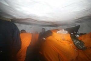 Pitaraq på indlandsisen. Ekspedition gravet ned i snehul, under stormen.